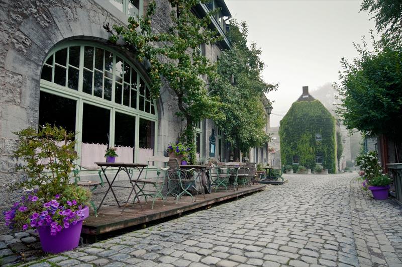 Middeleeuws centrum Durbuy België mistige ochtend
