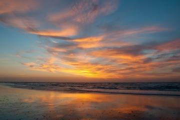 België Westende - Zonsondergang strand zee reflecties